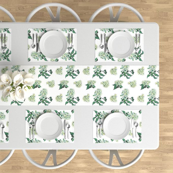 gum blossom table runner